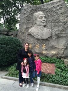 Chairman Ya and the girls.